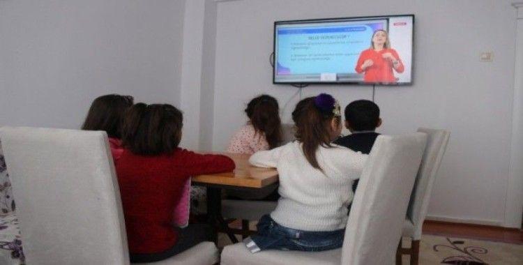 Çocuklar EBA ile ilk derslerini almaya başladı