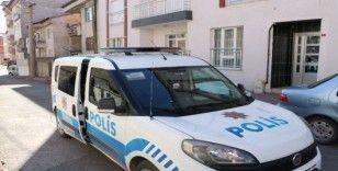 Sahte polis yaşlı kadını dolandırdı