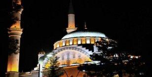 Elazığ'daki camilerden dua sesleri yükseldi