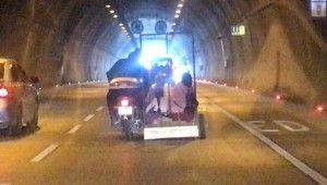 Kağıthane Tüneli'nde ilginç yolculuk kamerada