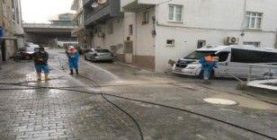 Kuşadası sokaklar her gün dezenfekte ediliyor
