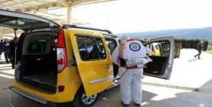 Büyükşehir taksileri dezenfekte etti