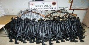 Hakkari'de 1 kilo 300 gram eroin ile 26 adet av tüfeği ele geçirildi