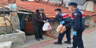Hisarcık'ta 65 yaş üzeri köylülerin alışverişini Jandarma yapıyor