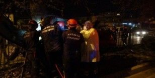 Refüjdeki ağaca çarpan otomobil hurdaya döndü: 1 ölü
