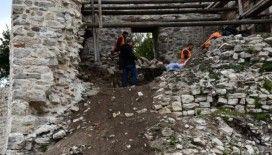 Ceneviz kalesinde restorasyon çalışmaları devam ediyor