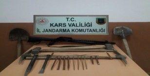 Kars'ta jandarma definecilere göz açtırmıyor