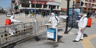 Van Büyükşehir Belediyesi caddeleri dezenfekte etti
