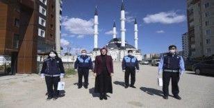 Korona virüse savaş açan Akyurt'ta vatandaşlara el dezenfektanı dağıtıldı