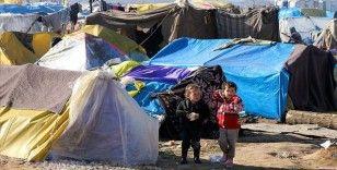 Sığınmacı çocuklar sınırda umutla bekliyor