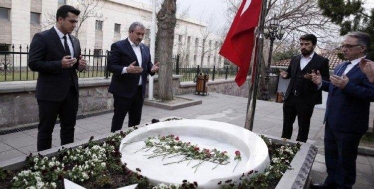 Muhsin Yazıcıoğlu kabri başında anıldı