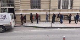 Samsun'da banka önlerinde kuyruk oluştu