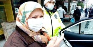 Polisten yaşlılara yardım eli