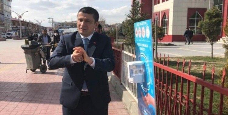 Erciş'te sensörlü el dezenfektan noktaları oluşturuldu