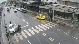 Yabancı uyruklu vatandaşları taşıyan otobüsün kaza anı kameraya yansıdı