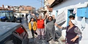 Akhisar'da dezenfekte ve yıkama çalışmaları aralıksız devam ediyor