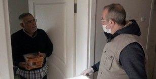 Beyoğlu Belediyesi evden çıkamayan yaşlıları unutmadı