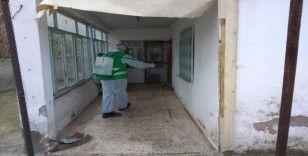 Aliağa'da apartmanlar dezenfekte ediliyor