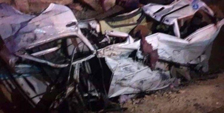 Mısır'da nakliye aracı yolda kalan araçlara çarptı: 15 ölü
