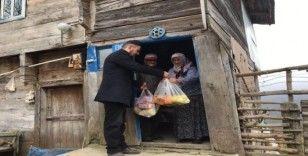 Köydeki yaşlıların ihtiyaçları muhtar ve imamlar tarafından karşılanıyor
