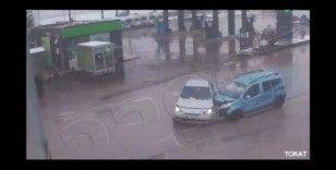 Korkutan kaza mobese ile görüntülendi