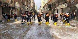 Kızıltepe'de caddeler köpüklü suyla yıkanıyor