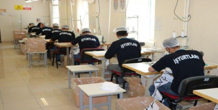Niğde'de hükümlüler günlük 20 bin adet maske üretiyor