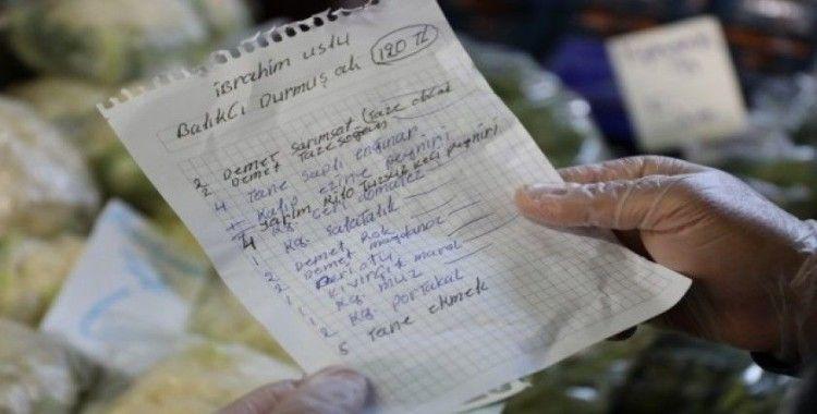 Yabancılar yaşlı Türk komşuları için alışveriş yaptı