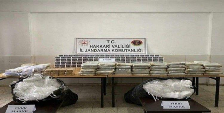 Yüksekova'da 177 kilo eroin ile 10 bin adet tıbbi maske ele geçirildi