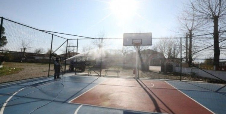 Adapazarı Belediyesi ekipleri, kırsal mahallelerde dezenfekteye başladı