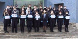 Denizli'de kadın hükümlüler günde 12 bin maske üretiyor