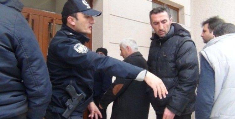İnegöl'de polis mesafe nöbetinde