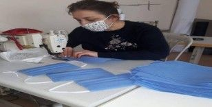 Amasya Halk Eğitim Merkezi'nden koruyucu maske üretimi