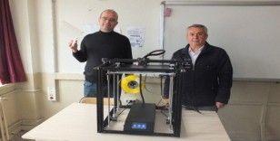 (Özel) 3D teknolojisi ile sağlık çalışanlarına siperli başlık üretiyorlar
