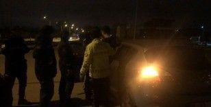 Alkol metreyi üflemeyen sürücü polisleri çileden çıkardı
