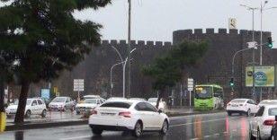 Meteorolojinin uyarısı sonrası Diyarbakır'da sağanak yağış başladı
