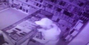 Fatih'te 11 telefon çalan hırsızlar kamerada