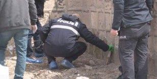 Mezarlık süsü verilen yer polisi harekete geçirdi