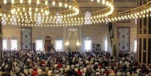 Londra'da cemaatle kılınan namazlar yasaklandı