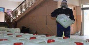 Fabrika gibi çalışan meslek lisesi 15 günde 100 tondan fazla dezenfektan üretti