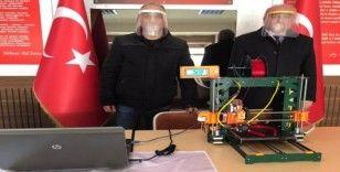 Korona virüse karşı 3D yazıcıda siber maske üretiyorlar