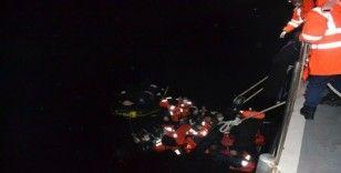 İzmir açıklarında 12'si çocuk 21 düzensiz göçmen kurtarıldı