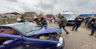 Otomobil ile kamyon çarpıştı: 2 yaralı