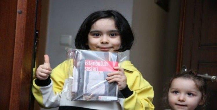 Korona virüsüne karşı binlerce kitap dezenfekte edilip evde kalan öğrencilere dağıtıldı