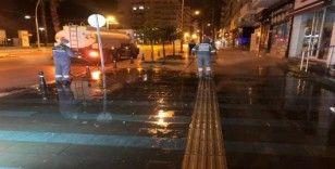 Antalya'da caddeler, sokaklar, meydanlar dezenfekte ediliyor