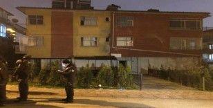 Koronavirüs salgınına aldırmayan kişiler kaçak kıraathanede basıldı