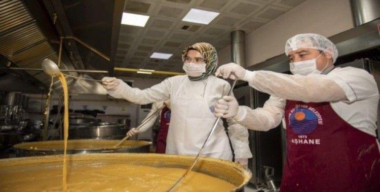 Mersin'deki belediye aşhanesinde günlük 6 bin kişilik yemek üretiliyor