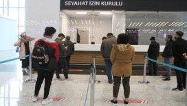 İstanbul Havalimanı'nda yolcular seyahat izin belgesi için başvuruyor
