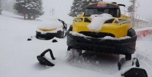 Koronavirüsün etkisini azaltması için sıcak havalar beklenirken Uludağ'a kar yağdı