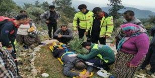 Kayalıklardan düşüp mahsur kalan şahıs, itfaiye ekiplerince yaralı kurtarıldı